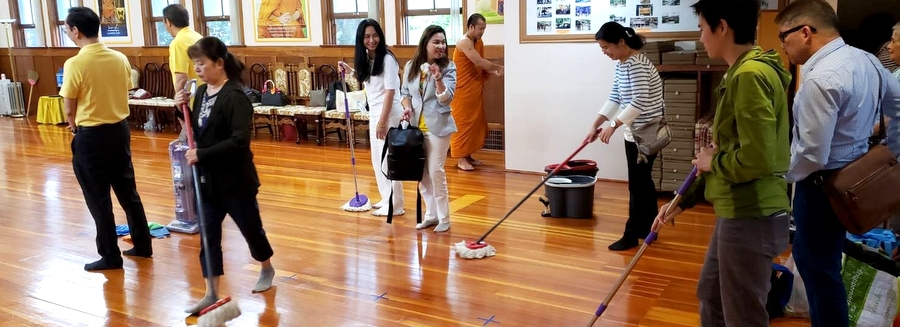 Royal Thai Consulate-General in Vancouver Organize Voluntary Public Service Activities on the Auspicious Occasion of Her Majesty Queen Sirikit  The Queen Mother's Birthday Anniversary of 2552 B.E.