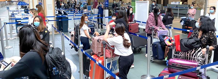 สถานกงสุลใหญ่ ณ นครแวนคูเวอร์ ร่วมกับสถานเอกอัครราชทูต ณ กรุงออตตาวา และสถานเอกอัครราชทูต ณ กรุงโตเกียว อำนวยความสะดวกในการจัดส่งคนไทยในแคนาดา จำนวน 100 คน เดินทางกลับประเทศไทย (25 พฤษภาคม 2563)